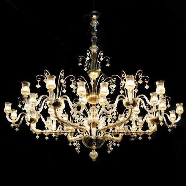 lampadari grandi dimensioni : Le dimensioni sono il vero valore di questi grandi lampadari classici ...